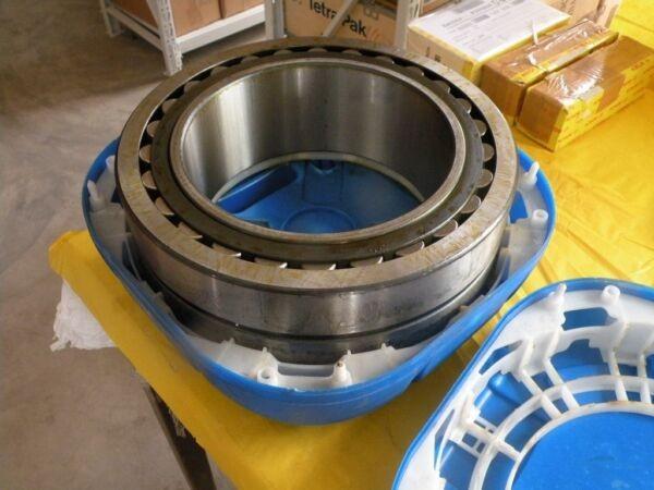 NEW SKF 24048 CC/C2W33 Bearing NIB